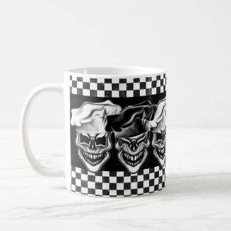 Cráneos de risa del cocinero taza de café