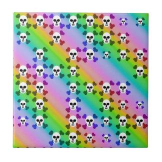 Cráneos del arco iris azulejo cuadrado pequeño