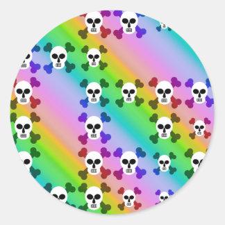 Cráneos del arco iris pegatina redonda