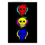 Cráneos del color primario tarjeta
