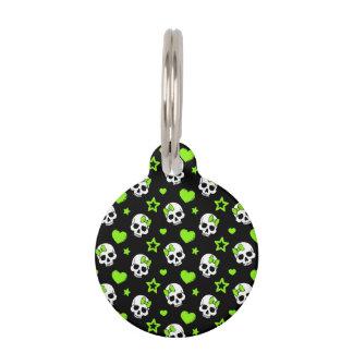 Cráneos del gótico con los corazones verdes placas de mascota