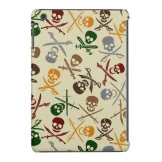 Cráneos del pirata con las espadas cruzadas funda de iPad mini