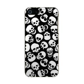 Cráneos en modelo negro del fondo carcasa de iphone 5 incipio feather shine
