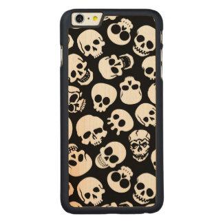 Cráneos en modelo negro del fondo funda de arce carved® para iPhone 6 plus