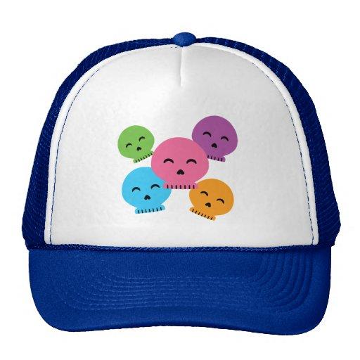 Cráneos felices coloridos gorro de camionero