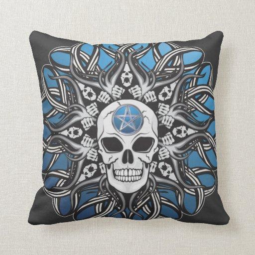 Cráneos góticos - azul cojín