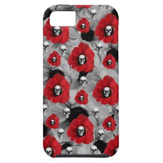 Cráneos grises y rojos con el modelo de las amapol iPhone 5 Case-Mate fundas