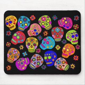 Cráneos mexicanos del azúcar del arte popular mousepads