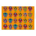 Cráneos multicolores del azúcar tarjeta
