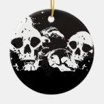 Cráneos negros y blancos del Grunge Adorno