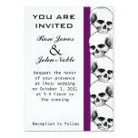 Cráneos (púrpuras) que casan la invitación invitación 12,7 x 17,8 cm