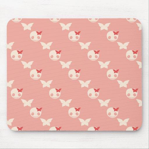 Cráneos rosados lindos mouse pad