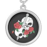 Cráneos, rosas y daga grimpolas personalizadas