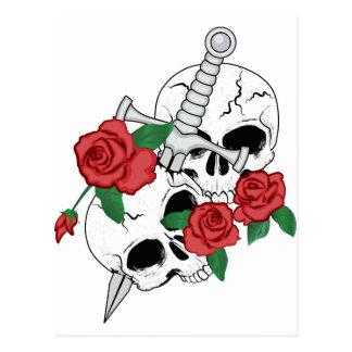 Cráneos, rosas y daga postal