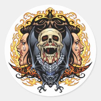 Cráneos, vampiros y palos adaptables por el Al Río Pegatina
