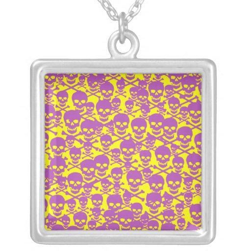 Cráneos violetas colgante cuadrado