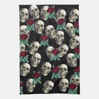 Cráneos y flores toalla de cocina