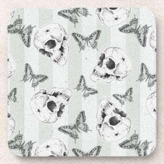 Cráneos y mariposas posavasos