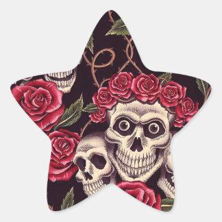 Cráneos y rosas calcomania forma de estrella personalizadas
