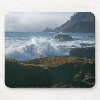 Crashing waves mouse pad