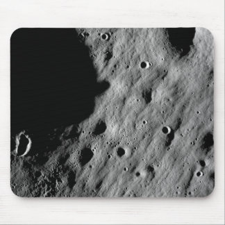 Cratered regions mouse pad