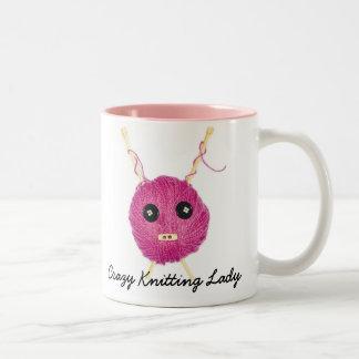 Crazy Knitting Lady Taza Dos Tonos