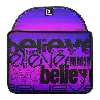 Crea; Azul violeta y magenta vibrantes Fundas Para Macbook Pro