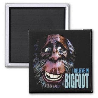 Crea en Bigfoot - Sasquatch divertido hace frente Imán Cuadrado