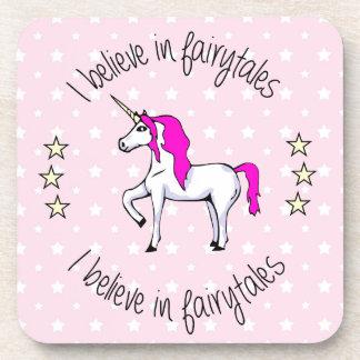 Crea en chica del rosa del unicornio de los posavasos de bebidas