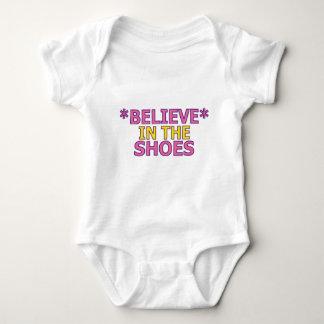 Crea en los zapatos (Oudin) Mameluco De Bebé