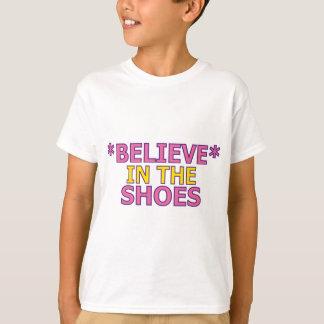 Crea en los zapatos (Oudin) Playeras