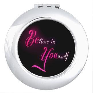 Crea en sí mismo - esté usted cita femenina del ta espejo maquillaje