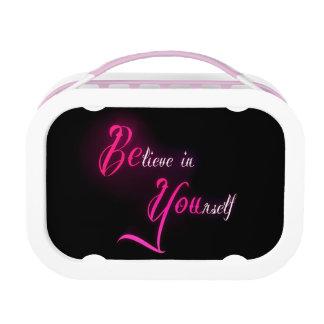 Crea en sí mismo - esté usted cita femenina del ta