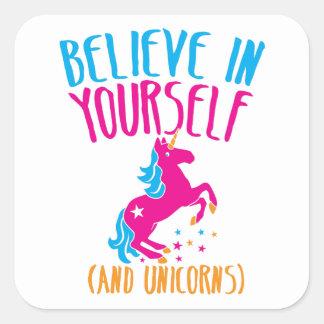 Crea en sí mismo (y unicornios) pegatina cuadrada