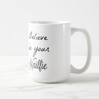 Crea en sus nailfies taza de café