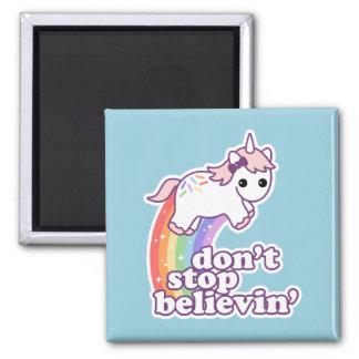 Crea en unicornios imán cuadrado