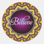 Crea: Inspire: Círculo amarillo púrpura de la mand Etiquetas Redondas