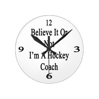 Crea que o no yo es coche de hockey reloj redondo mediano