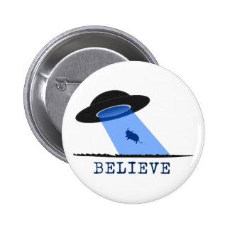 Crea UFO que emite encima de vaca Pins