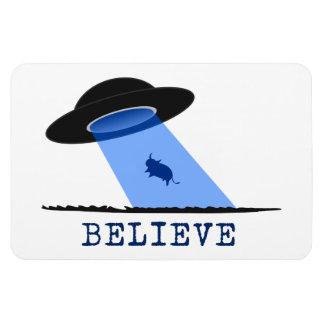 Crea (UFO que emite encima de vaca) Rectangle Magnet