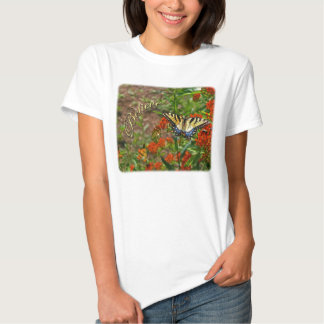 Crea w/Butterfly y las flores anaranjadas Playeras