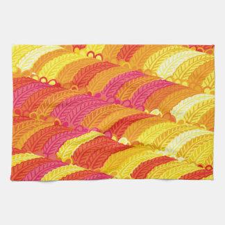 Creación colorida plumas del modelo toalla