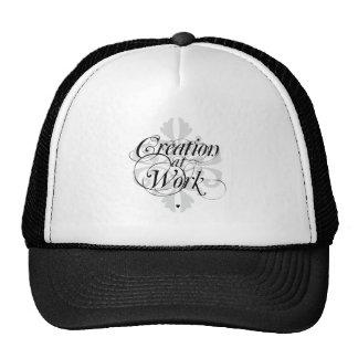 Creación en el gorra diario del trabajo