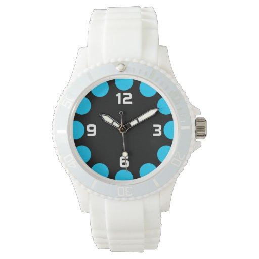 Creciente del color - azul de cielo en negro reloj de mano