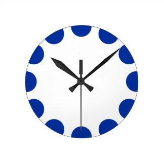 Creciente del color - azul marino con blanco reloj