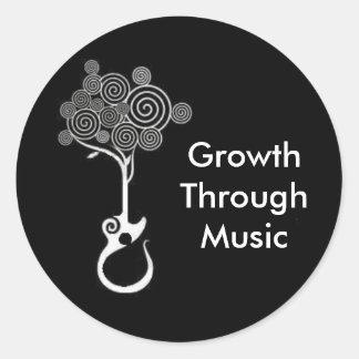 Crecimiento a través del pegatina de la música