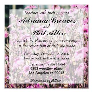 """Crecimiento de flores púrpura en un campo, invitación 5.25"""" x 5.25"""""""