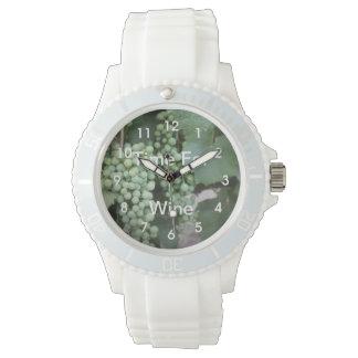 Crecimiento verde de las uvas relojes de mano