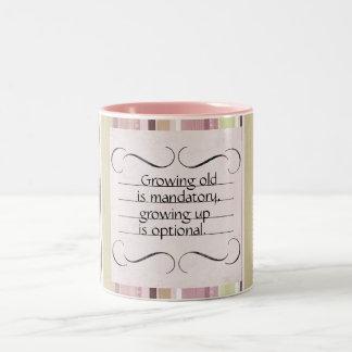 Crecimiento Viejo-Creciente encima de la taza del