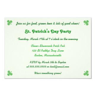 Cree la invitación del fiesta del día del St